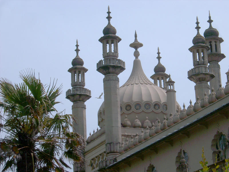 exterior of the royal brighton pavilion, Indo-Saracenic uk landmark