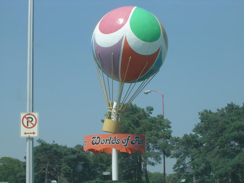 the worlds of fun baloon - not model released
