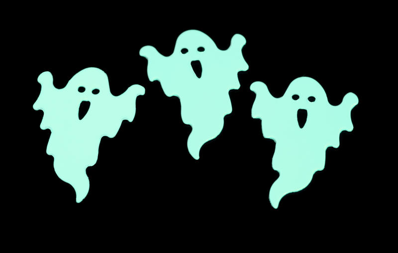 3 green glow in the dark halloween party decorations