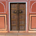 1920-India_Rajasthan_Jaipur_doorway_01.jpg