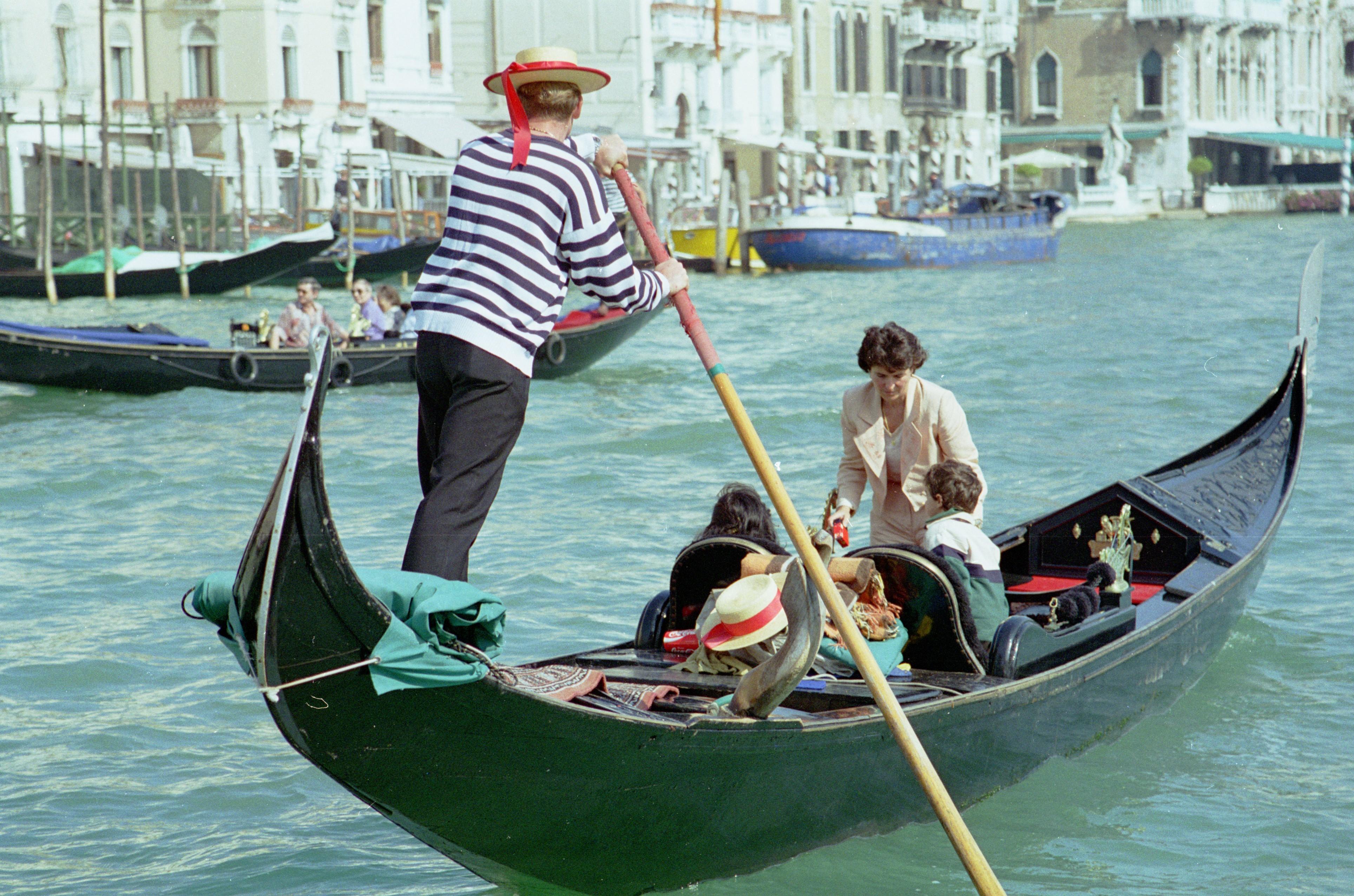 Italy_Venice_gondola.jpg