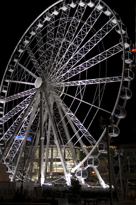 manchester wheel lit at night
