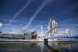 2164-salford quays lift bridge