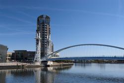 2165-salford quay lifting footbridge