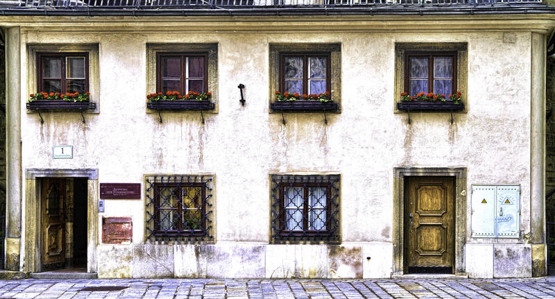 <p>&nbsp;Frontage of a typical town house in Vienna</p>