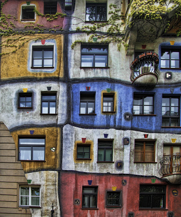 <p> Hundertwasser Flats in Vienna, created by the artist Friedensreich Hundertwasser in 1985</p>