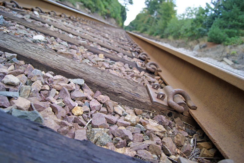 <p>Railroad Tracks</p>Sony A-330 DSLR