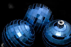 3585-blue christmas baubles
