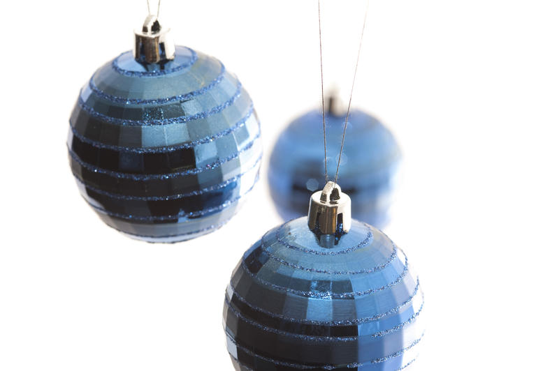 3589-hanging christmas baubles