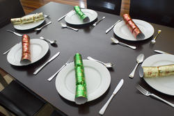 3598   festive dining table