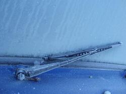3434-frozen wiper