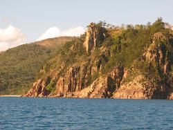 3422-hayman island cliffs