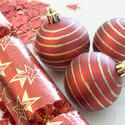 3626-red christmas balls and cracker