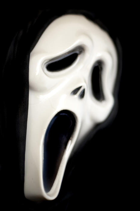 a halloween scream ghostface mask