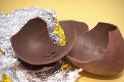 5046   Broken Chocolate Easter Egg