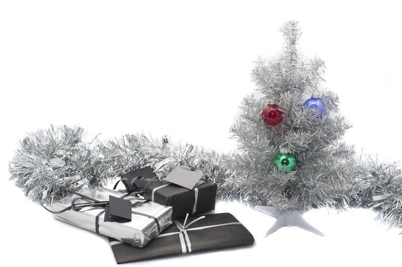 4700   festive still life