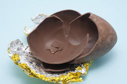 5051   Cracked Chocolate Easter Egg