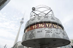 7066   Weltzeituhr or Worldtime Clock, Berlin