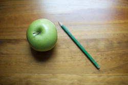 6957   Fresh green apple and a pencil