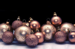 6800   Arrangement of gold Christmas baubles