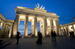 7075   Night view of the Brandenberger gate