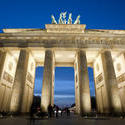 7062   The Brandenburg Gate at night