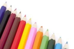6970   Diagonal row of coloured pencils
