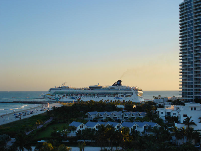 a cruise liner leaving the cruise terminal in miami