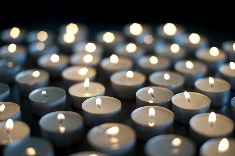 6811   Background of burning candles