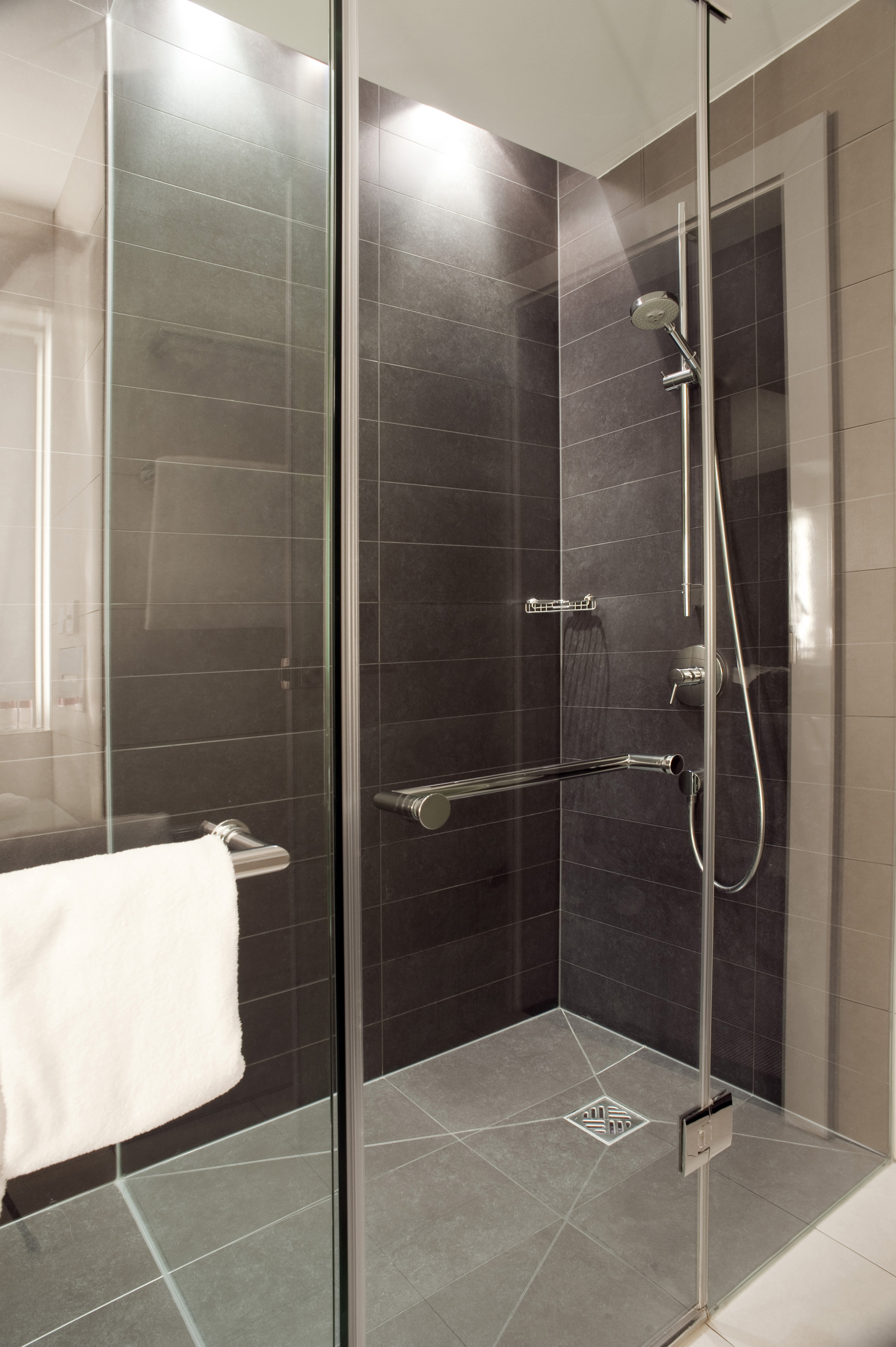 Free Stock Photo 6930 Glass shower cubicle | freeimageslive