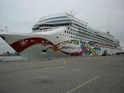 6700   The Norwegian Jewel cruise liner