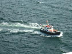 6504   Pilot boat assisting navigation