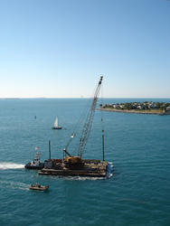 6507   Floating crane being transported by sea