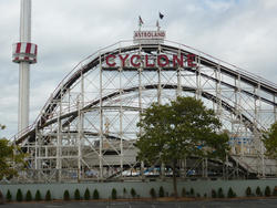 6673   Cyclone rollercoaster ride