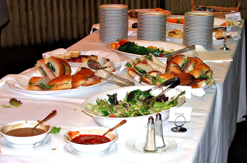 <p>table spread with varity of food for lunch&nbsp;</p>