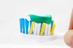 6915   Toothbrush with toothpaste