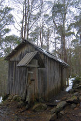 5882   wooden trappers hut