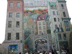 6752   Trompe d'oeil painting on a building