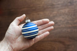 11684   Man holding a blue Christmas bauble
