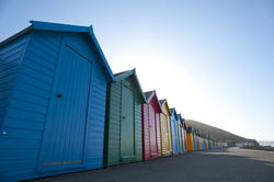 7850   Row of brightly coloured beach huts