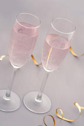 10434   Two glasses of pink champagne
