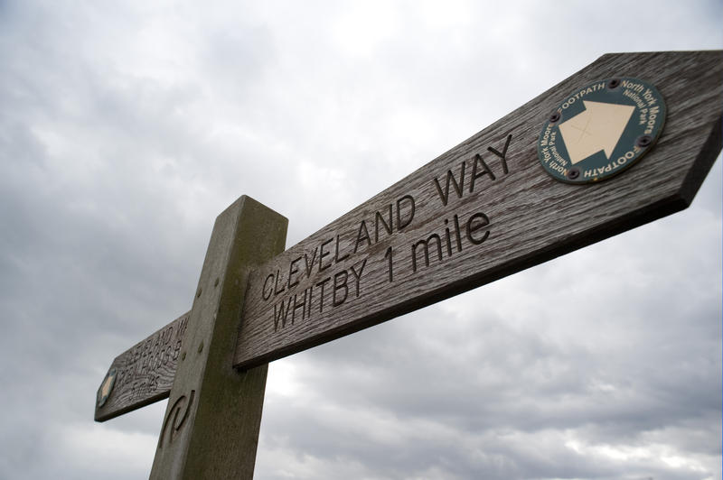 7910   Cleveland Way signpost