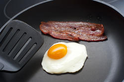 8456   Frying egg and bacon for breakfast