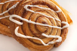 10406   Delicious fresh cinnamon and apple Danish
