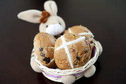 10564   Homemade Buns in an Easter Basket with Bunny