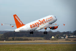 8253   ESY A319 take off