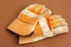 9851   Pair of gardening protection gloves, on orange
