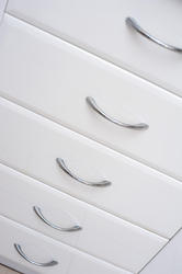 8223   Set of white kitchen drawers