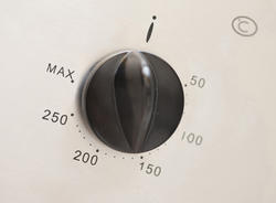 8212   Thermostat control on an oven