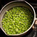 10515   Petit pois peas cokking in a pot